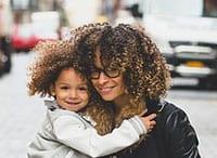 Krauses Haar ist auch als Afro-Haar bekannt